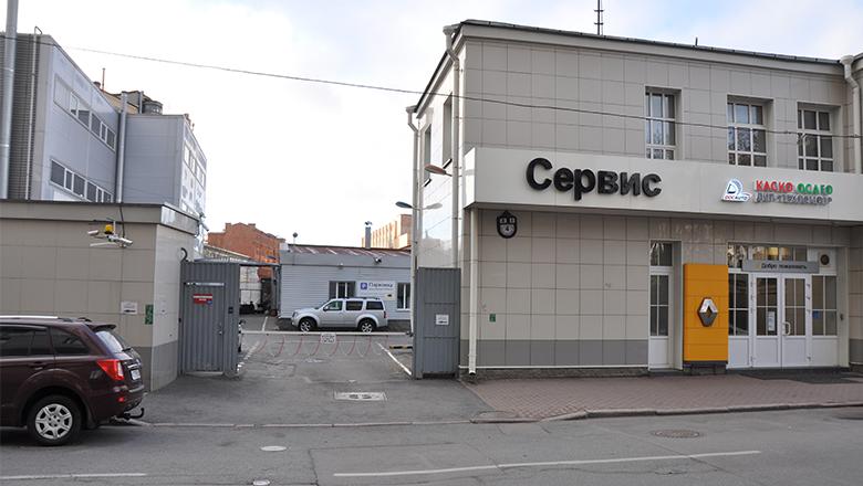 Сервис Хонда на Петроградской - въезд на парковку